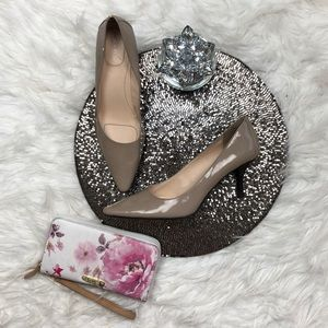Size 10  M Dolly Calvin Klein Taupe Beige Pumps